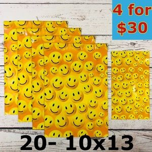 20- 10x13 Happy Smiley Face Design Poly Mailers